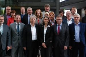 Gruppenfoto MdBs mit DGB Nord-Vertretern