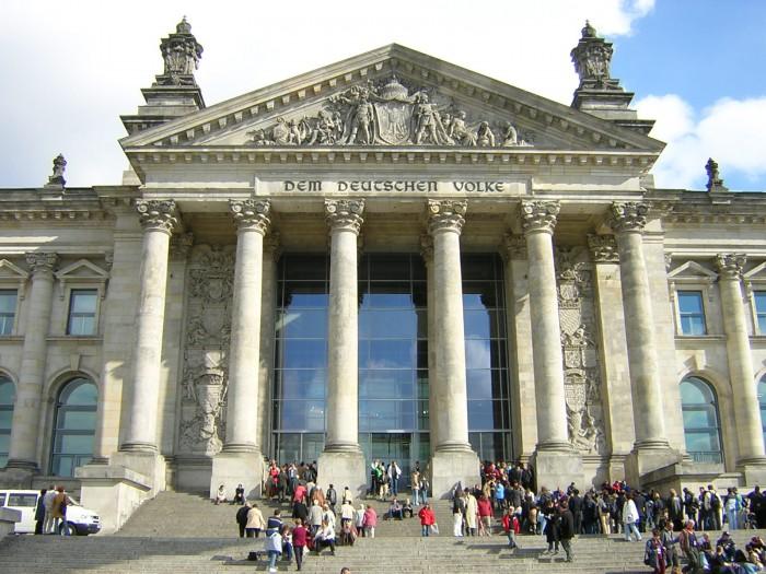 Westeingang des Reichstagsgebäudes
