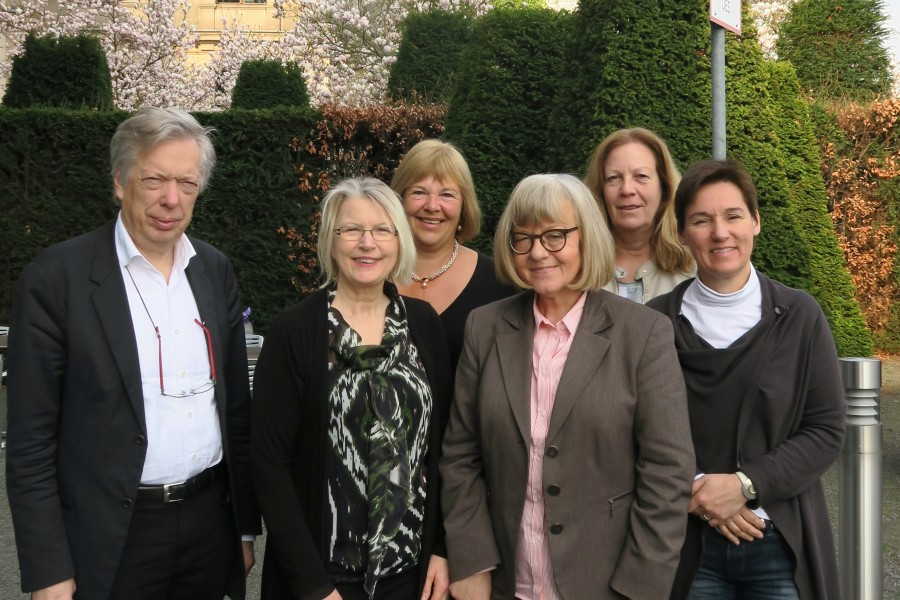 Auf dem Foto sind zu sehen (v.l.n.r.): Dr. Ernst Dieter Rossmann MdB, Gabriele Hiller-Ohm MdB, Bettina Hagedorn MdB, Ulrike Rodust MdEP, Dr. Birgit Malecha-Nissen MdB und Dr. Karin Thissen MdB