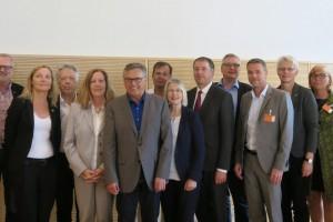 (v.l.n.r.): Dr. Nina Scheer MdB, Manfred Börner (Vorsitzender der Gewerkschaft der Polizei Schleswig-Holstein), Sonja Steffen MdB, Dr. Ernst Dieter Rossmann MdB, Dr. Birgit Malecha-Nissen MdB, Uwe Polkaehn (Vorsitzender des DGB Bezirk Nord), André Grundmann (Regionalleiter der IG BAU Region Nord), Gabriele Hiller-Ohm MdB, Niels Annen MdB, Sönke Rix MdB, Berthold Bose (Landesbezirksleiter von ver.di Hamburg), Astrid Henke (Vorsitzende der GEW Schleswig-Holstein), Conny Töpfer (stellv. Landesbezirksleiterin von ver.di Nord), Dr. Siglinde Hessler (Bereich Öffentlicher Dienst / Grundsatzfragen beim DGB Bezirk Nord)